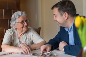 How Reminiscing Is an Effective Memory Therapy for Seniors with Dementia